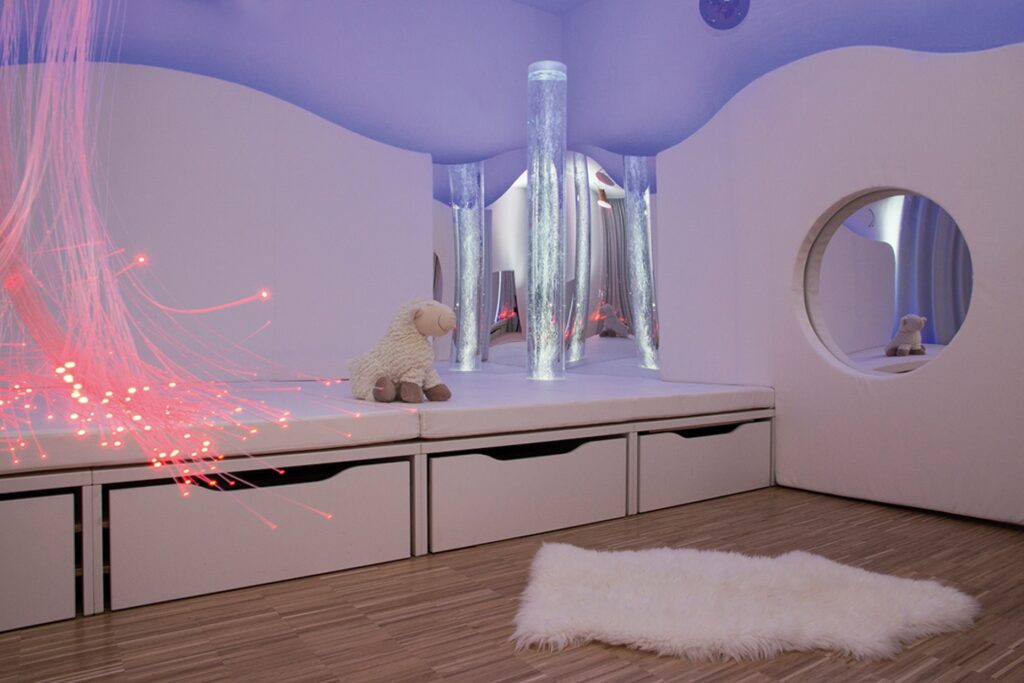 Gira Led Beleuchtung | Gira Kindertagesstatte Mit Led Leuchten Ausgerustet I Magazin