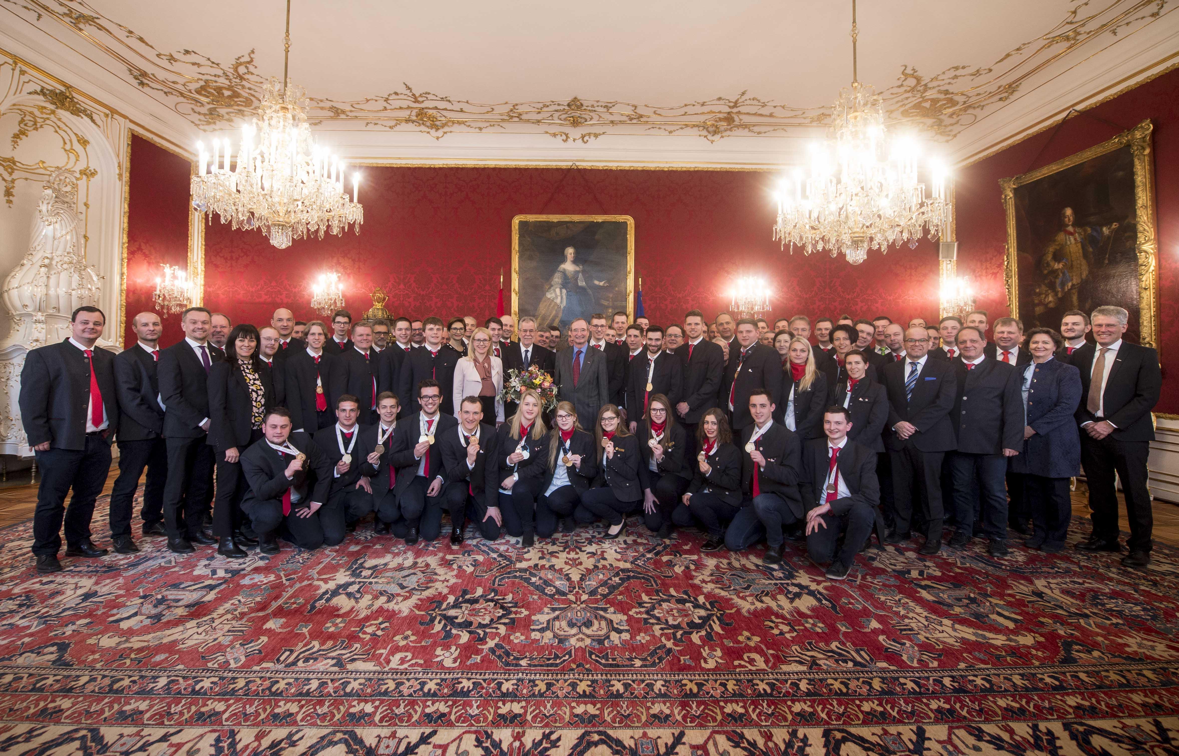Gruppenfoto WorldSkills und Bundespräsident