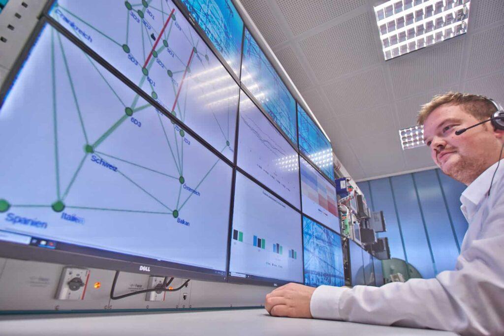 Das Fraunhofer-Institut forscht zum Einsatz von KI in Stromnetzen.