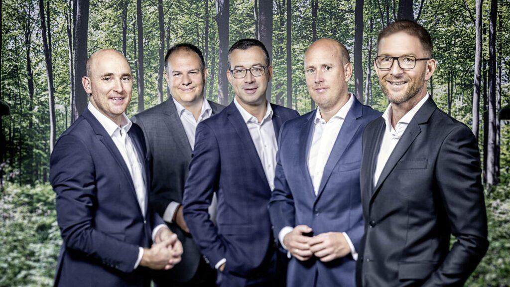 Benedikt Brumberg, Frank Lamontagne (beide Brumberg), Michael Blum (Trilux), Johannes Brumberg (Brumberg) und Joachim Geiger (Trilux).