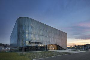 Die Architekten von IttenBrechbühl in Bern haben für Scott Sports ein neues Headquarter entworfen – auch Zumtobel war an dem innovativen Bauprojekt maßgeblich beteiligt.