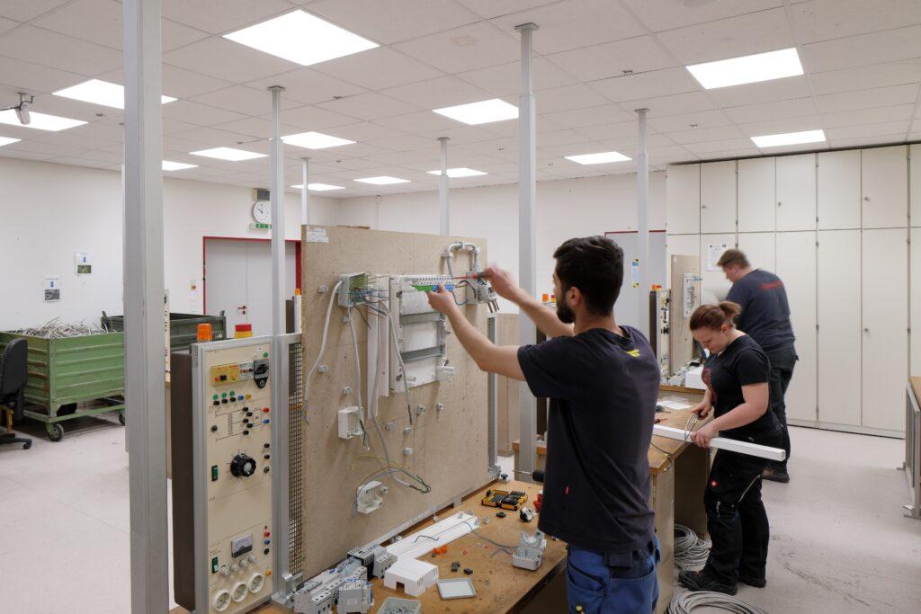 LEDVANCE Licht im Klassenraum der Keishandwerkerschaft Schleswig Schule Elektro
