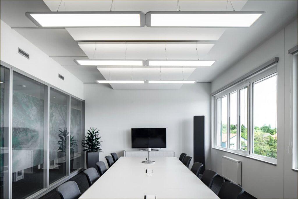 Ein von Ledvance erleuchteter Büroraum am Siemens-Campus in Erlangen