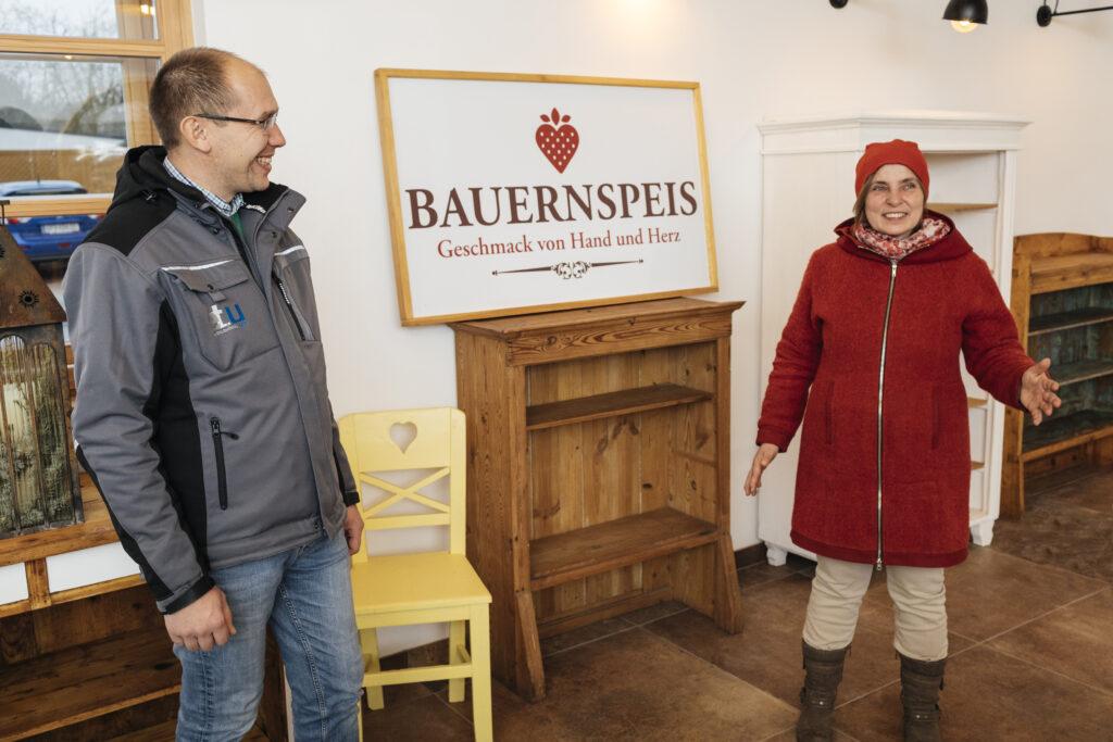 Karin Unger rechts und Markus unger Links in der »Bauernspeis«