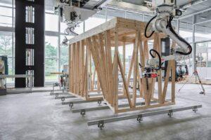 Holzgerüst, das von Robotern gebaut wird